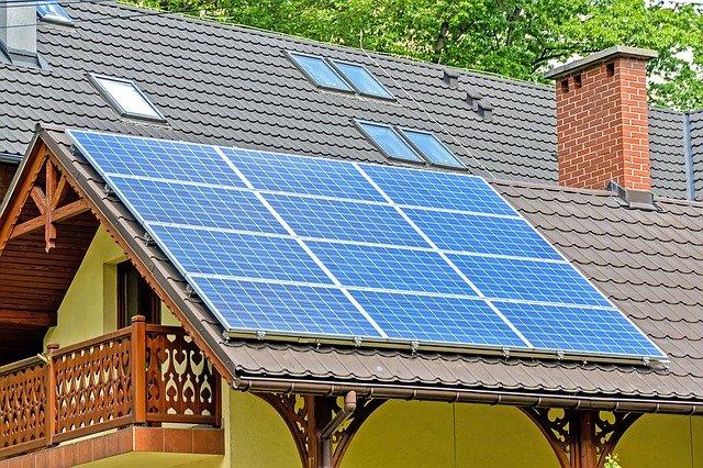 dom pasywny, fotowoltaika na dachu