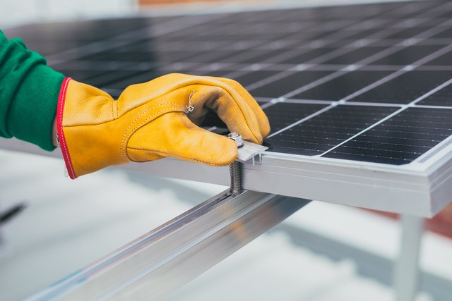 fachowy montaż paneli słonecznych